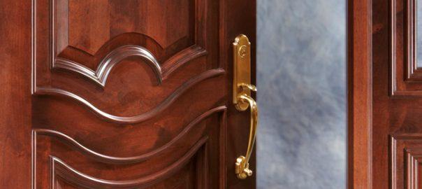 Лак для входных дверей Aquawood Protor: мебельное качество покрытия и 12 лет службы